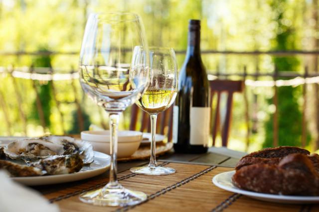 Una copa de vino para acompañar el almuerzo