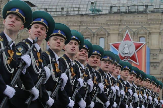 Rusia conmemora la fecha con un gran desfile militar. Además, distintas ciudades del país encienden Fuegos Eternos en honor a los caídos.