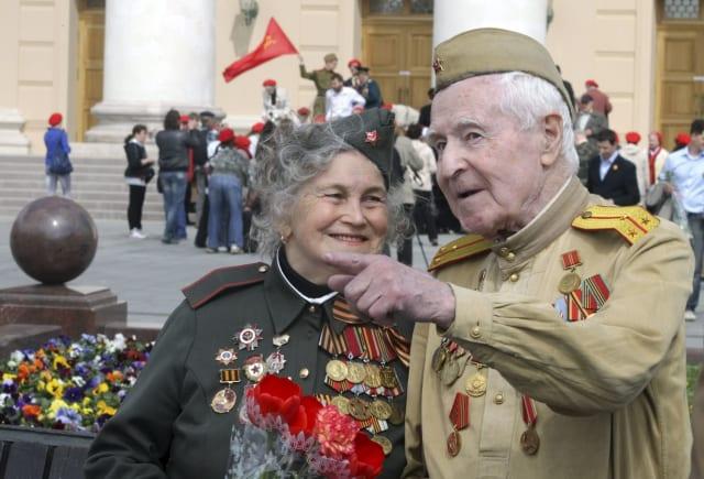 Día de la victoria se festejó de forma oficial en 1965. Sin embargo, tras la disolución de la Unión de Repúblicas Socialistas Soviéticas (URSS) dejó de celebrarse hasta 1995, cuando se retomó la tradición.