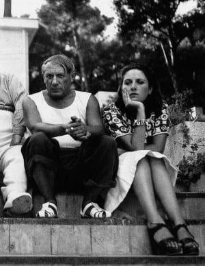 Dora Maar admiraba a Picasso como un dios, seguía todos sus pasos y fotografiaba todos sus logros y movimientos. La pasión intelectual que sentía Dora por él era desmedida, le entregó su vida y su atención por completo, descuidando su carrera artística. Ambos llegaron a tener un nivel de complicidad y de compenetración intelectual que muy pocos entendían.