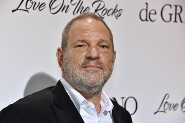 Le 5 octobre 2017, le New York Times publie deux témoignages d'actrices accusant le célèbre producteur d'agressions et de harcèlement sexuels. Suivront des dizaines et dizaines d'autres témoignages, tous accablants pour celui qui régnait en maître sur Hollywood. Angelina Jolie, Léa Seydoux ou encore Asia Argento, toutes se sont déclarées victimes du producteur.