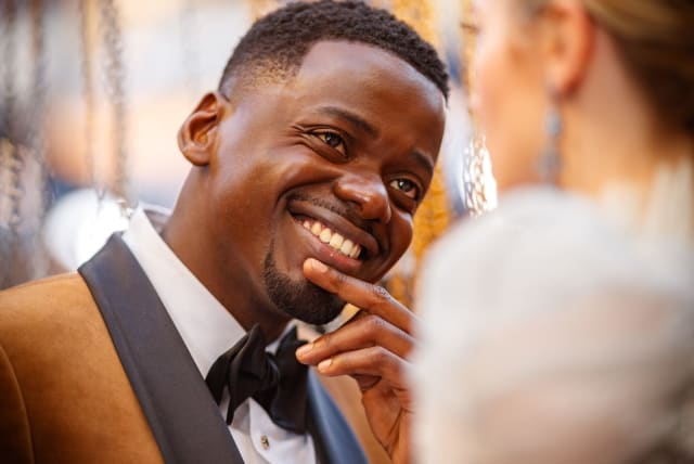 Daniel Kaluuya Rocked Rihanna's Fenty Beauty on the Red Carpet - VH1