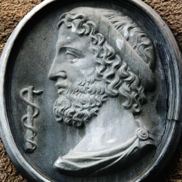 Esculapio era el semi-dios tutelar de la medicina. Se trató de uno de los hijos de Apolo con una mortal.