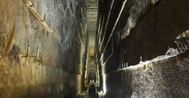 Pasillo en el interior de la Gran pirámide