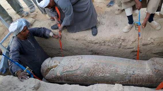 La momia mas antigua de Egipto sacada de una tumba construida en el año 3550 a. C., aproximadamente. Hallada en Kom al Ahmar en el año 2014.-