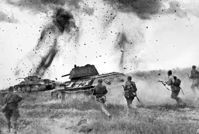 Ataque de las tropas soviéticas durante la batalla de Kursk