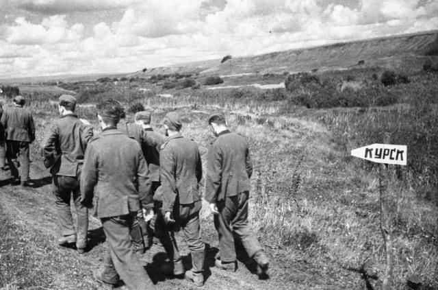 Prisioneros de guerra alemanes cerca de la ciudad de Kursk