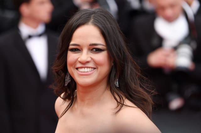 """Michelle Rodríguez también afirmó ser pansexual. La actriz de 'Rápido y furioso' habló sobre su orientación en 'Entertainment Weekly'. """"Soy jodidamente curiosa como para quedarme sentada y no descubrir"""", agregó."""