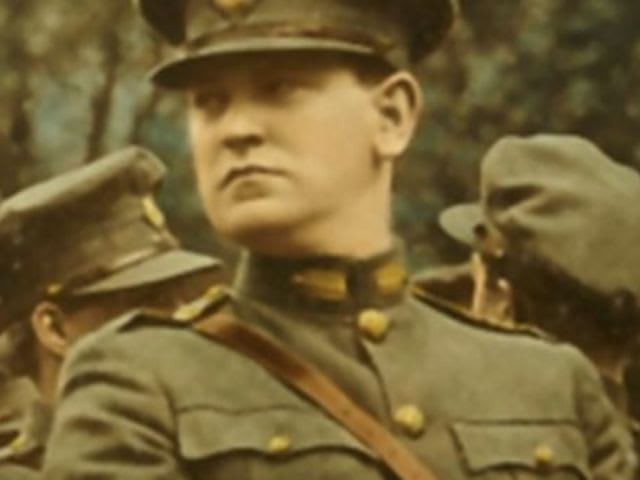 Who played the part of Eamon de Valera in the 1995 film Michael Collins?