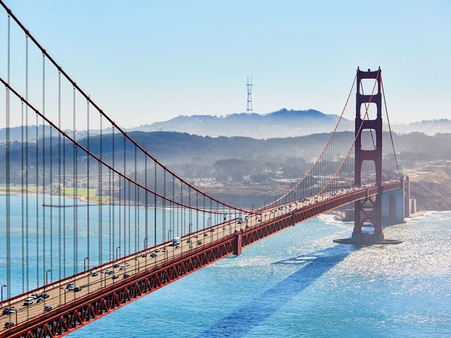 How much did it cost to build the Golden Gate Bridge?