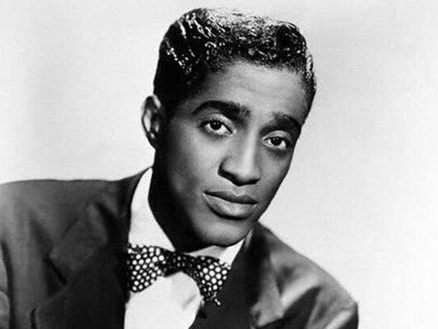 It's entertainer Sammy Davis Jr.! He served in the Army during World War II.