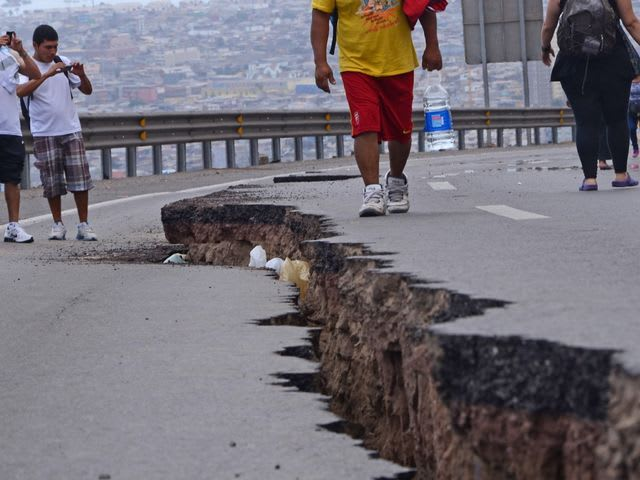 What causes an earthquake to happen?
