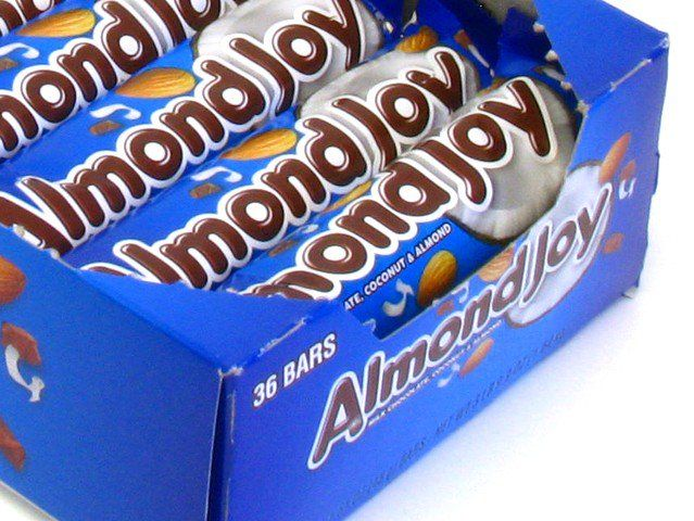 It's an Almond Joy! With the least subtle nutty top in all of history, what else could it be?