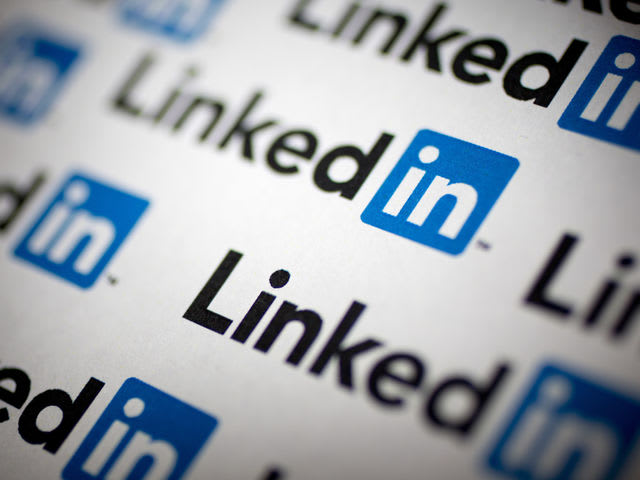 Top B2B platforms: LinkedIn (91%), Twitter (85%), Facebook (81%), YouTube (73%), Google+ (55%), and SlideShare (40%) <i>*Source: Content Marketing Institute</i>