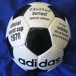 """En México 1970 se daría a conocer un modelo de balón que hasta el día de  hoy perdura y que es denominado como el diseño """"clásico"""" de una pelota de  fútbol. 6349785d6a529"""