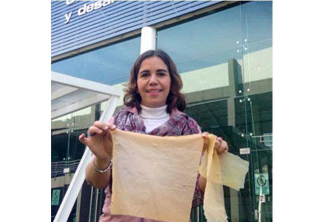 La investigadora de la Universidad del Valle de Atemajac (Univa), en Guadalajara, desarrolló un plástico biodegradable a partir de nopal y otras plantas. El bioplástico se degrada fácilmente: tarda alrededor de tres meses, en comparación con los plásticos regulares que tardan hasta tres años.