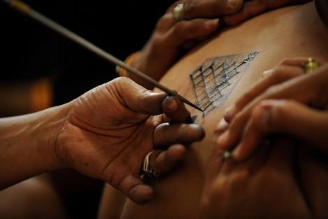Los tatuajes datan de culturas antiguas (Egipto, Java y Polinesia) como expresiones culturales que han ido evolucionando a través del tiempo, en reconocimiento a las artes, los animales y la cultura en general.-