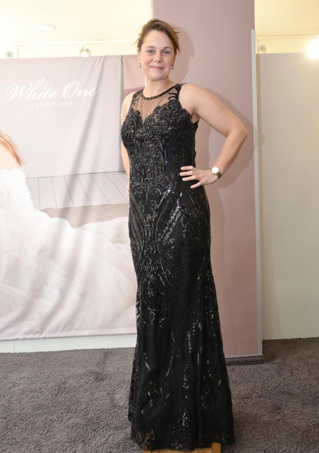 """""""Trotz schwarzer Farbeein sehr aufwändiges Kleid"""", sagt die Expertin zu der Garderobe von Sandra Sahlmann."""