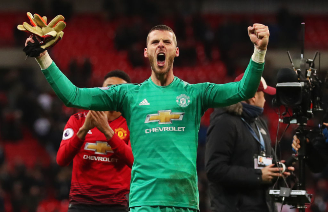 David de Gea is willing to sign a new Manchester United contract. The Spaniard is wanting around £300k-a-week. (Daily Mail)