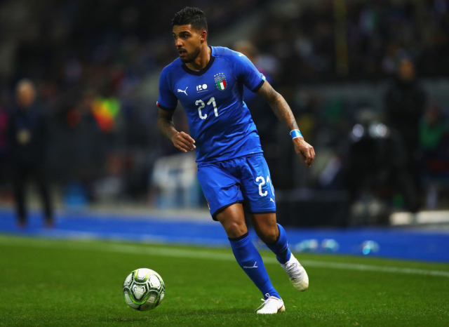 Juventus are lining up a move for Chelsea's Emerson Palmieri. The full-back was signed last year but has struggled to get a regular run of games. (Goal)
