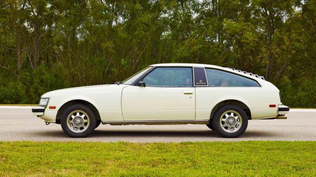 El A40 debutó en Estados Unidos en 1979. Estuvo basado en el Celica de 1971 y portaba un motor 6 cilindros en línea.