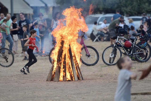 Lag Ba'omer was celebrated in cities throughout the Jewish state for the Lag Ba'omer holiday on Wednesday evening. (Credit: Avshalom Sassoni / Maariv)
