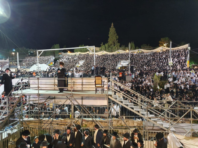 Thousands made the pilgrapge to Meron, hometown of Rabbi Shmon Bar Yochai for the holiday of Lag Ba'omer. (Credit: Maariv)