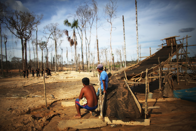 Los mineros ilegales en Perú