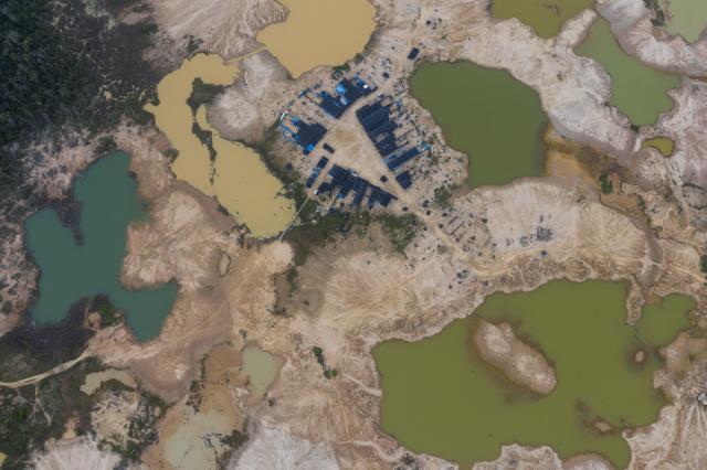 La vista aerea del campo minero en Perú