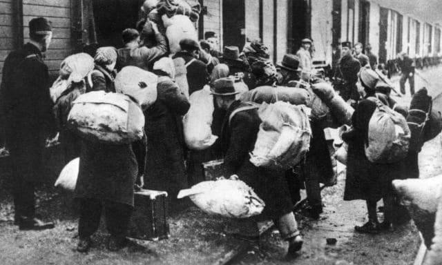 El 22 de junio de 1941 Adolf Hitler inició la Operación Barbarroja con el fin de conquistar la Unión Soviética y diezmar a la población. Durante el operativo asesinaron a millones de judíos rusos y casi 10 millones de soldados del Ejército Rojo.