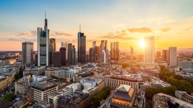 Los alemanes en la actualidad son los dueños de 3.483 toneladas de oro, cantidad que representa más del 70% de sus reservas extranjeras. El Banco Central de Alemania se encuentra repatriando alrededor de 600 toneladas de oro en poder del Sistema de la Reserva Federal estadounidense y el Banco de Francia. Un proceso que planea concluir en 2020.