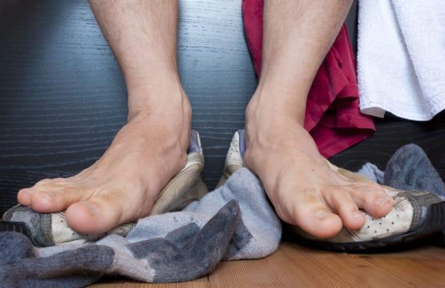 Algunas mujeres también sucumben ante el disfrute sexual de los pies.-