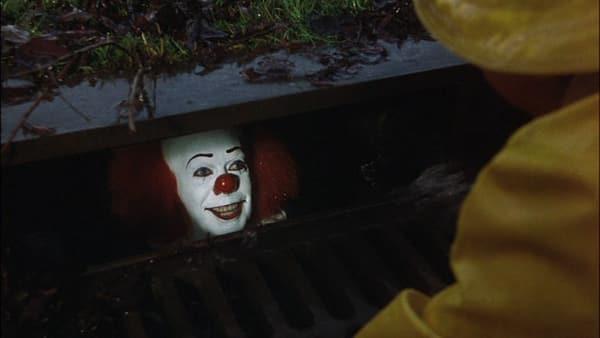 Bill Skarsgård ha ammesso che dopo aver dato la vita a Pennywise ha avuto incubi costanti durante le riprese.