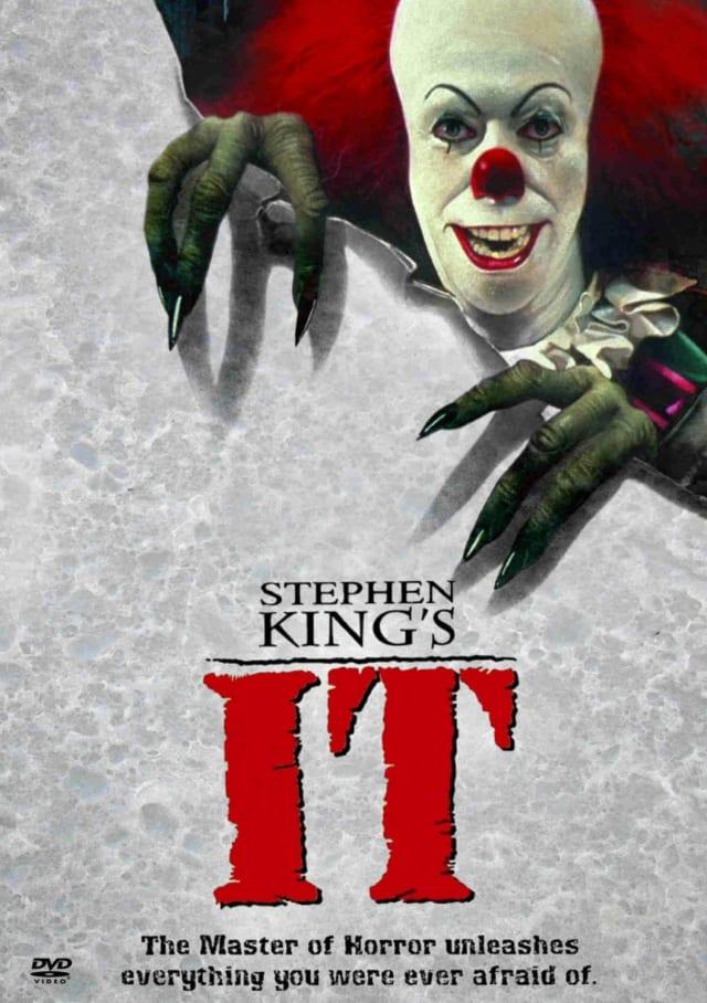 """Il numero 27 è associato al film. Il lavoro è stato creato 27 anni dopo l'originale. Inoltre, il libro menziona che """"It"""" ritorna ogni 27 anni. Jonathan Brandis, che ha partecipato alla miniserie del 1990, è morto a 27 anni e la versione attuale è stata girata un mese dopo che Bill Skarsgård aveva compiuto 27 anni."""