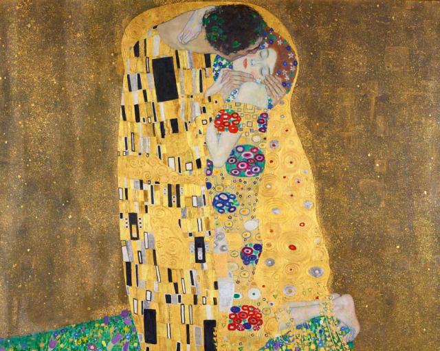 """Para Platón, el amor debe complementar las cualidades y por eso es necesario admirar a la pareja. Solía decir:  """"Una pareja no debería amarse exactamente como son en este momento""""  ¿Qué quiere decir? Que el amor real busca una mejoría mutua constante.   En la foto: El Beso -Gustav Klimt -1907. En la obra, Klimt representa las diferencias entre el hombre y la mujer en las decoraciones de sus mantos. Mientras que la mujer es más colorida y fresca (lo representa con flores de colores), el hombre es más estructurado (lo representa con los cuadrados), pero ambos terminan complementándose."""