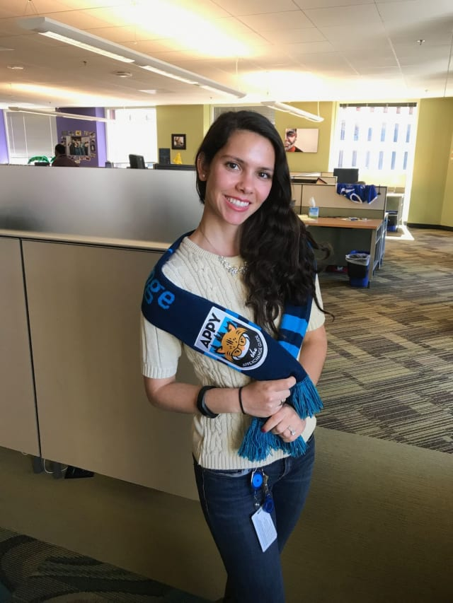 Networking is not about the cold shoulder, and your scarf shouldn't be either. Similar to the Easy Peasy, this style takes a simple wrap around the upper arms to show off Appy while staying warm. Even better, use your Dreamforce badge clip to keep the scarf together and hands free!