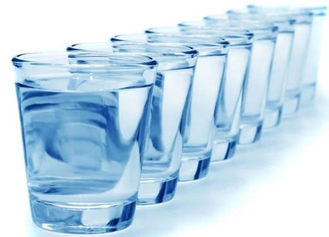 Чистая питьевая вода нужна для выведения токсинов, поддержания нормальной работы желудочно-кишечного тракта, профилактики болезней суставов, сердца и сосудов.
