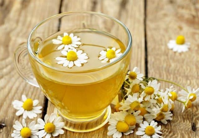 Ромашковый чай обладает антибактериальным эффектом, успокаивает нервы. Этот чай помогает восстановить нормальную микрофлору кишечника, обладает потогонным и обезболивающим эффектом