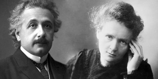 Marie Curie, la científica polaca que fue galardonada con dos premios Nobel por sus descubrimientos con la radiación y el polonio, y Albert Einstein, el científico más conocido del siglo XX, fueron grandes amigos. Juntos compartieron numerosos eventos sociales organizados específicamente para científicos y sentían una profunda admiración el uno por el otro.