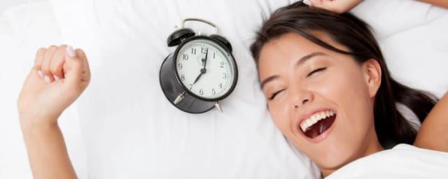 Nuestro sistema inmunitario emplea el tiempo de sueño para regenerarse, lo que le permite luchar con eficacia contra contra las toxinas y los gémenes que de forma continua nos amenazan. Con un sistema inmunitario débil tenemos muchas menos posibilidades de superar con éxito las infecciones.