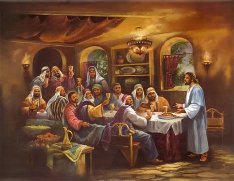 Fueron 13 las personas que participaron en la última cena la noche antes de que Judas traicionara a Jesús. Desde entonces en muchas culturas evitan sentar a 13 personas en una misma mesa.