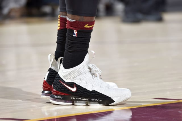 pretty nice 90ea6 49c0d Which NBA player had the best sneakers in Week 25?