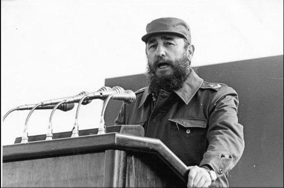"""""""Compañeros obreros y campesinos: esta es la revolución socialista y democrática de los humildes, con los humildes y para los humildes. Y por esta revolución de los humildes, por los humildes y para los humildes, estamos dispuestos a dar la vida""""."""