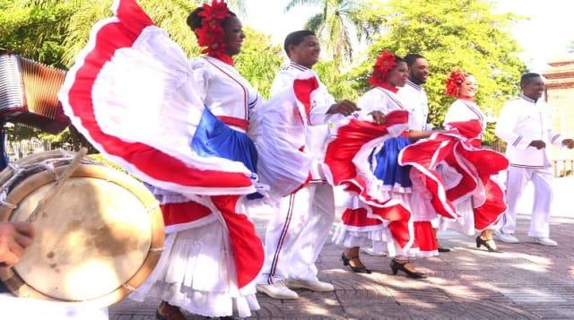 Es un género musical bailado en pareja originado en la República Dominicana a finales del siglo XIX. Es muy popular en todo el continente americano, donde es considerado, junto con la salsa, como uno de los grandes géneros musicales bailables que distinguen el género latinoamericano. También es muy popular en parte de Europa, como España, entre otras latitudes. El merengue fue inscrito el 30 de noviembre de 2016 en la lista representativa de Patrimonio Cultural Inmaterial de la Humanidad de la Unesco.