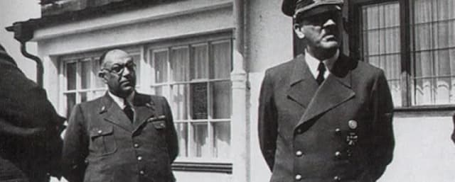 Theo Morell y Adolf Hitler.