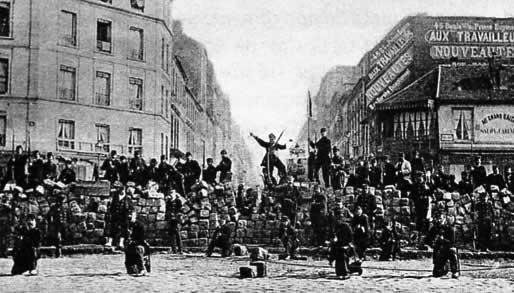 El 21 de mayo de 1871, unos 100.000 soldados de las tropas Versalles lideradas por Thiers invadieron la ciudad de París con el objetivo de poner fin al Gobierno del pueblo. La burguesía temía perder sus privilegios ante el avance del movimiento revolucionario.