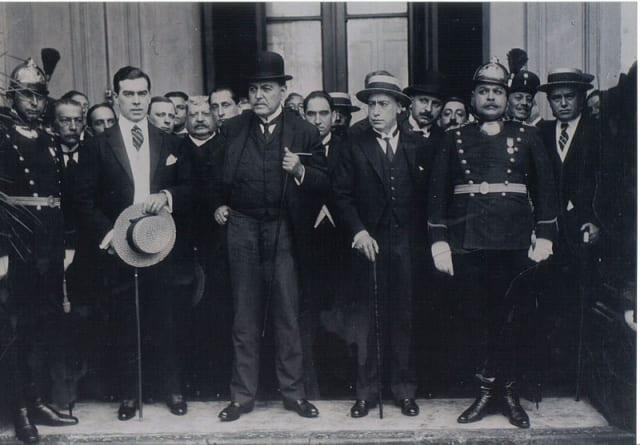 El 2 de abril 1916, Yrigoyen resultó electo presidente de Argentina, con su compañero de fórmula Pelagio B. Luna. Era el primer miembro de la Unión Cívica Radical en llegar al poder, lo que tomó por sorpresa a la élite política gobernante del momento.Se trató, además, del primer presidente electo por sufragio masculino universal. Yrigoyen contó con gran apoyo popular y al asumir el cargo el 12 de octubre de 1916 fue cargado por sus simpatizantes desde el Congreso hasta la casa de gobierno.