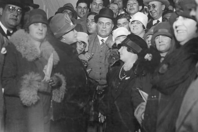 Yrigoyen revertió las políticas de gobiernos anteriores sobre la extranjerizar, extracción y explotación del petróleo argentino. El mandatario radical apoyó una política petrolera nacional y estatal, por lo cual creó en 1922 Yacimientos Petrolíferos Fiscales (YPF).