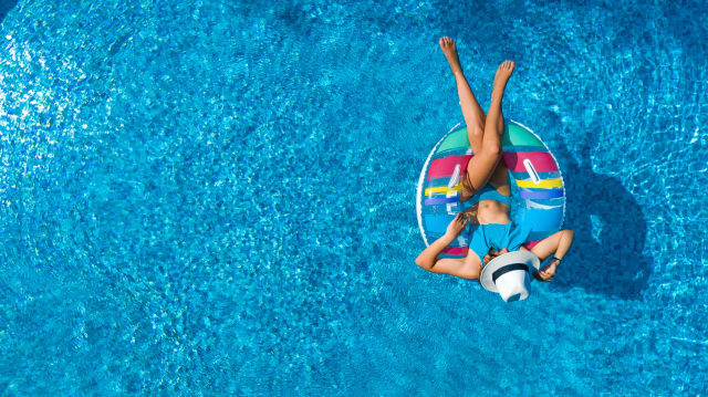 Todos los trabajadores tienen días para descansar, así que organiza tu calendario para tener días lejos de los libros y disfrutar del verano.