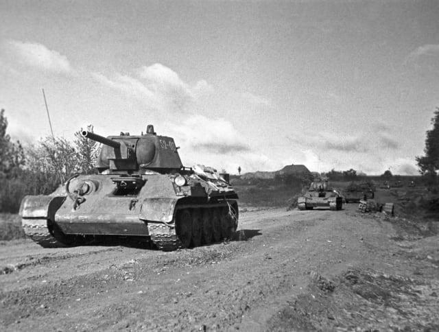 Tanques soviéticos en la batalla de Kursk